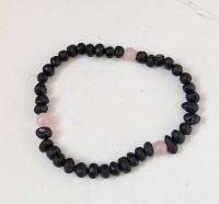 rav armbånd - voksen - raw cherry & quartz- 18 cm.